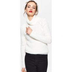 Golfy damskie: Sweter z golfem - Biały