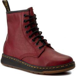 Trapery DR. MARTENS - Newton 21856600 Cherry Red. Czerwone buty zimowe damskie Dr. Martens, z materiału. W wyprzedaży za 429,00 zł.