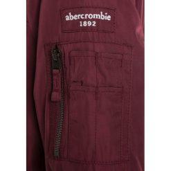 Abercrombie & Fitch TWOFER Kurtka zimowa burgundy/navy. Czerwone kurtki chłopięce zimowe Abercrombie & Fitch, z materiału. W wyprzedaży za 202,95 zł.