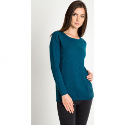 Zielony sweter z kieszonką QUIOSQUE. Szare swetry klasyczne damskie marki QUIOSQUE, na co dzień, s, w koronkowe wzory, z dzianiny, z klasycznym kołnierzykiem, ołówkowe. W wyprzedaży za 99,99 zł.