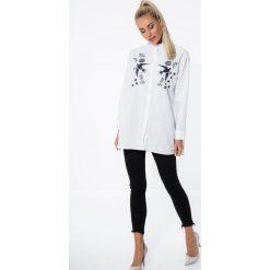 Koszule wiązane damskie: Biała Koszula Zdobiona Haftem 21124