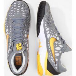 Nike Performance AIR ZOOM CAGE 3 CLY Obuwie do tenisa Outdoor cool grey/laser orange/black. Szare buty do tenisa męskie Nike Performance, z materiału. W wyprzedaży za 439,20 zł.
