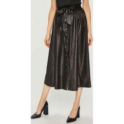 Answear - Spódnica. Szare spódniczki ANSWEAR, uniwersalny, z elastanu, midi, rozkloszowane. Za 149,90 zł.
