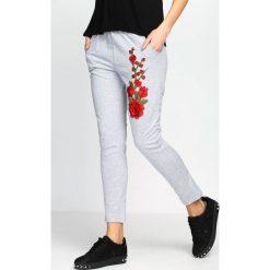 Spodnie damskie: Szare Spodnie Dresowe Rosy Roses