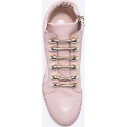 Carinii - Botki by Maja Sablewska. Szare buty zimowe damskie Carinii, z gumy, z okrągłym noskiem, na koturnie. Za 499,90 zł.
