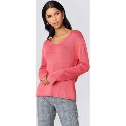 Rut&Circle Sweter dzianinowy z dekoltem V Ninni - Pink. Różowe swetry klasyczne damskie Rut&Circle, z dzianiny. Za 80,95 zł.