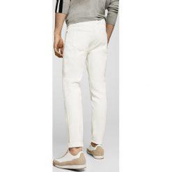Mango Man - Jeansy Jan2. Białe jeansy męskie Mango Man. W wyprzedaży za 99,90 zł.