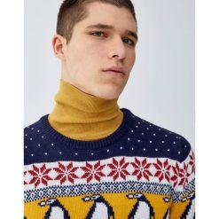 Świąteczny sweter z pingwinami. Niebieskie swetry klasyczne męskie marki Cropp, l. Za 109,00 zł.
