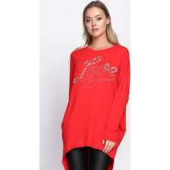 Czerwona Tunika Be Genial. Czerwone tuniki damskie z długim rękawem Born2be, l, z napisami, z okrągłym kołnierzem. Za 49,99 zł.
