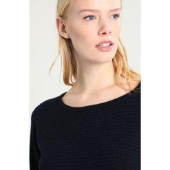 Swetry klasyczne damskie: Freequent DODO Sweter salute