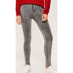 Jeansy high waist skinny - Szary. Szare boyfriendy damskie House, z jeansu, z podwyższonym stanem. Za 79,99 zł.