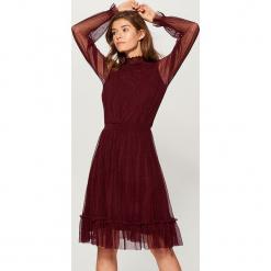 Sukienka z transparentnymi rękawami - Bordowy. Czerwone sukienki z falbanami marki Mohito, l, w koronkowe wzory. Za 139,99 zł.
