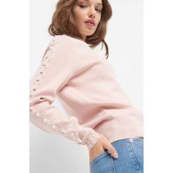 Sweter z perełkami. Czarne swetry klasyczne damskie marki Orsay, xs, z bawełny, z dekoltem na plecach. Za 119,99 zł.