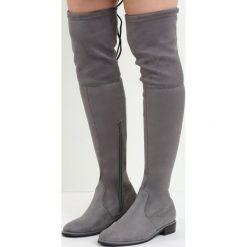 Szare Kozaki Lady In Grey. Szare buty zimowe damskie marki Born2be, z materiału, z okrągłym noskiem, przed kolano, na wysokim obcasie, na płaskiej podeszwie. Za 129,99 zł.