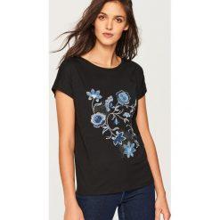 T-shirt z błyszczącą aplikacją - Czarny. Czarne t-shirty damskie marki Reserved, l, z aplikacjami. Za 29,99 zł.