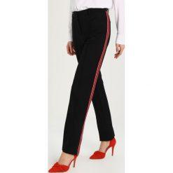 One more story Spodnie treningowe black/multicolor. Czarne spodnie dresowe damskie one more story, z elastanu. W wyprzedaży za 341,10 zł.