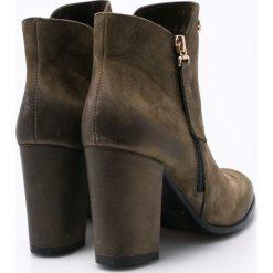 CheBello - Botki. Zielone buty zimowe damskie CheBello, z materiału, z okrągłym noskiem, na obcasie. W wyprzedaży za 239,90 zł.