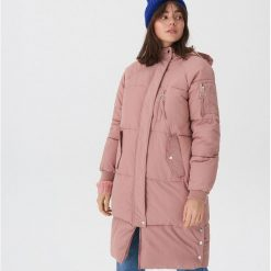 Pikowany płaszcz oversize - Różowy. Czarne płaszcze damskie marki KIPSTA, z poliesteru, do piłki nożnej. Za 359,99 zł.