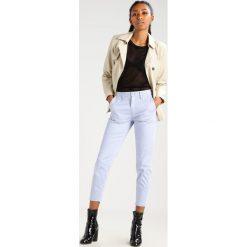 GStar BRONSON MID SKINNY CHINO  Spodnie materiałowe dark laundry blue. Niebieskie chinosy damskie marki G-Star, z bawełny. Za 459,00 zł.