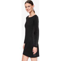DOPASOWANA SUKIENKA Z LAMPASAMI Z JETÓW. Czarne długie sukienki marki Top Secret, na jesień, z długim rękawem, dopasowane. Za 159,99 zł.