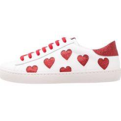Trampki damskie slip on: Victoria Shoes DEPORTIVO LASER CORAZONES Tenisówki i Trampki rojo