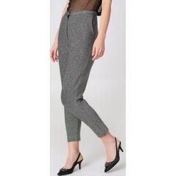 Spodnie z wysokim stanem: NA-KD Party Brokatowe spodnie z wysokim stanem - Silver