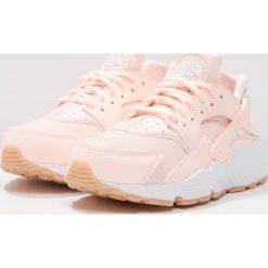 Trampki damskie slip on: Nike Sportswear AIR HUARACHE RUN Tenisówki i Trampki sunset tint/white/gum yellow