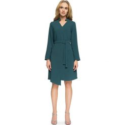 KLARA Sukienka szmizjerka z paskiem - zielona. Zielone sukienki asymetryczne Stylove, z tkaniny, z asymetrycznym kołnierzem, z długim rękawem. Za 159,90 zł.