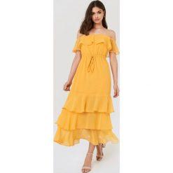 FAYT Sukienka Baxter - Yellow. Niebieskie sukienki z falbanami marki Reserved, z odkrytymi ramionami. Za 206,95 zł.