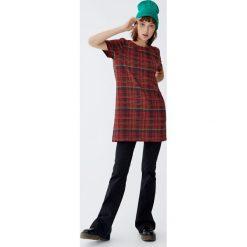 Sukienka w kratkę. Czerwone sukienki Pull&Bear, w kratkę. Za 69,90 zł.