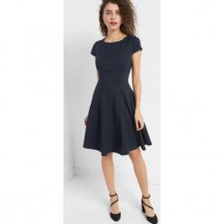 Sukienka w prążki. Niebieskie sukienki mini Orsay, do pracy, w paski, z elastanu, biznesowe, z krótkim rękawem, dopasowane. Za 139,99 zł.
