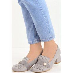 Szare Czółenka Silas. Szare buty ślubne damskie marki Born2be, w paski, ze skóry, na niskim obcasie, na słupku. Za 69,99 zł.