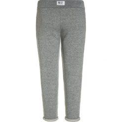 American Outfitters GLITTER Spodnie treningowe heather oxford. Szare spodnie chłopięce American Outfitters, z bawełny. W wyprzedaży za 137,40 zł.
