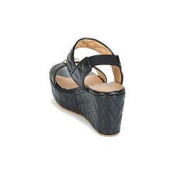 Sandały Love Moschino  JA16107E13. Czarne sandały damskie marki Love Moschino. Za 735,20 zł.