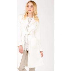Płaszcze damskie: Wiosenny płaszcz z paskiem