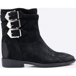 Carinii - Botki. Czarne buty zimowe damskie Carinii, z materiału, na koturnie. W wyprzedaży za 329,90 zł.