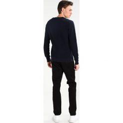 Calvin Klein SAYMATO Sweter blue. Pomarańczowe kardigany męskie marki Calvin Klein, l, z bawełny, z okrągłym kołnierzem. W wyprzedaży za 356,85 zł.