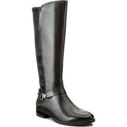 Oficerki CAPRICE - 9-25521-29 Dk Grey Nappa 213. Szare buty zimowe damskie Caprice, z materiału, przed kolano, na wysokim obcasie. W wyprzedaży za 369,00 zł.