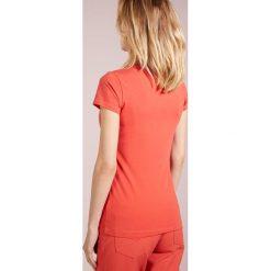 Escada Sport EBASICA Tshirt basic farberge. Czerwone t-shirty damskie Escada Sport, z bawełny. Za 269,00 zł.