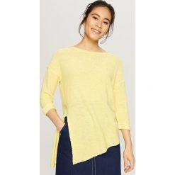Swetry klasyczne damskie: Sweter o asymetrycznej długości – Żółty