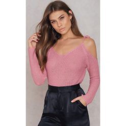 Swetry klasyczne damskie: Rut&Circle Sweter z odsłoniętymi ramionami – Pink