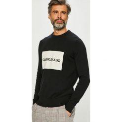 Calvin Klein Jeans - Sweter. Szare swetry klasyczne męskie marki Calvin Klein Jeans, l, z aplikacjami, z bawełny, z okrągłym kołnierzem. Za 399,90 zł.