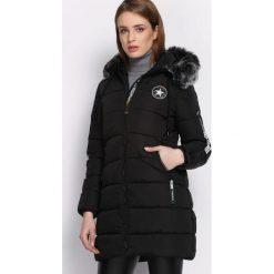 Czarna Kurtka Discerning. Czarne kurtki damskie Born2be, na zimę, l, z aplikacjami, z kapturem. Za 189,99 zł.