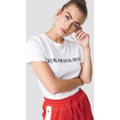 NA-KD Trend T-shirt basic Reveal - White. Zielone t-shirty damskie marki Emilie Briting x NA-KD, l. Za 72,95 zł.