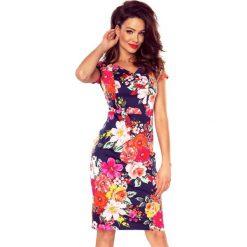 Vanda sukienka dzienna kwiaty na granacie. Różowe sukienki hiszpanki Bergamo, do pracy, w kwiaty, z materiału, biznesowe, midi. Za 154,98 zł.