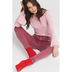 Ciemnoróżowe Jeansy Leaflet. Czerwone jeansy damskie other. Za 59,99 zł.