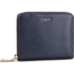 Duży Portfel Damski DKNY - Bryant Sm Zip Around R8313656 Navy NVY. Niebieskie portfele damskie DKNY, ze skóry. Za 419,00 zł.
