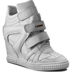 Sneakersy CARINII - B3953  I81-000-000-B88. Białe sneakersy damskie Carinii, z materiału. W wyprzedaży za 299,00 zł.