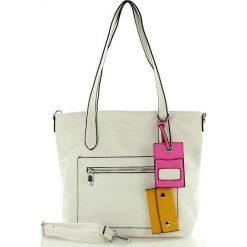 Torebka shopper bag biała. Białe shopper bag damskie FURRINI, w kolorowe wzory, ze skóry ekologicznej, na ramię. Za 83,00 zł.