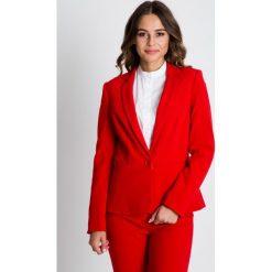 Czerwony żakiet z baskinką BIALCON. Czerwone marynarki i żakiety damskie marki BIALCON, l, z tkaniny, biznesowe. W wyprzedaży za 244,00 zł.